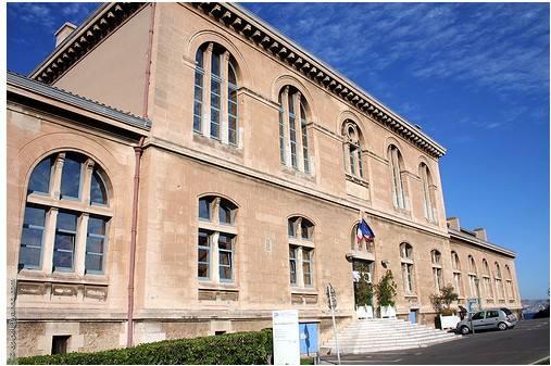 马赛第三大学管理学院